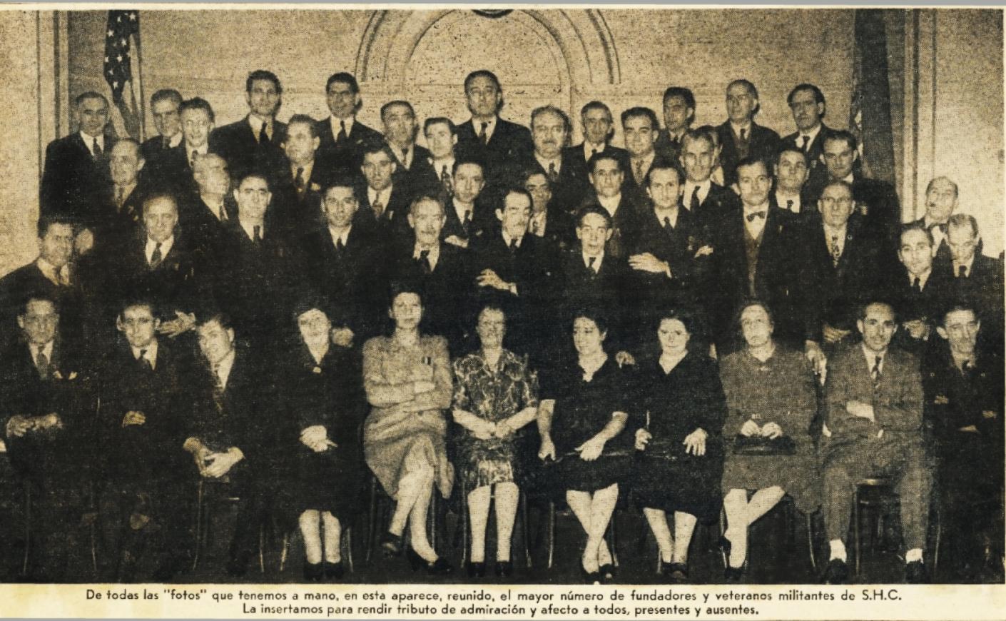 España Libre, Feb. 16, 1962:1. Founders' picture. From left to right: Jesús González Malo (11th first row); José Nieto Ruiz (4th second row); Félix Martí Ibáñez (8th second row); Aurelio Pego (5th top row).